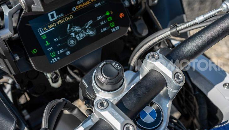 Prova BMW R 1250 GS 2019: la regina è ancora più nuova con lo ShiftCam - Foto 16 di 48
