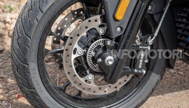 Confronto scooter 400: Bmw C400X e Yamaha XMAX 400 Iron Max - Foto 5 di 48