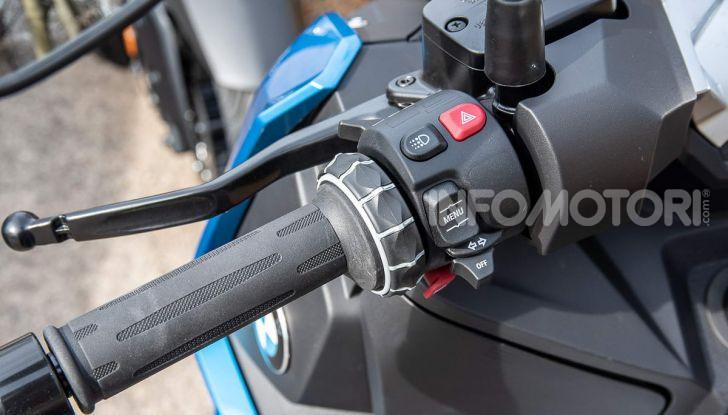 Confronto scooter 400: Bmw C400X e Yamaha XMAX 400 Iron Max - Foto 7 di 48