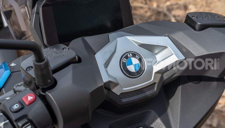 Confronto scooter 400: Bmw C400X e Yamaha XMAX 400 Iron Max - Foto 8 di 48