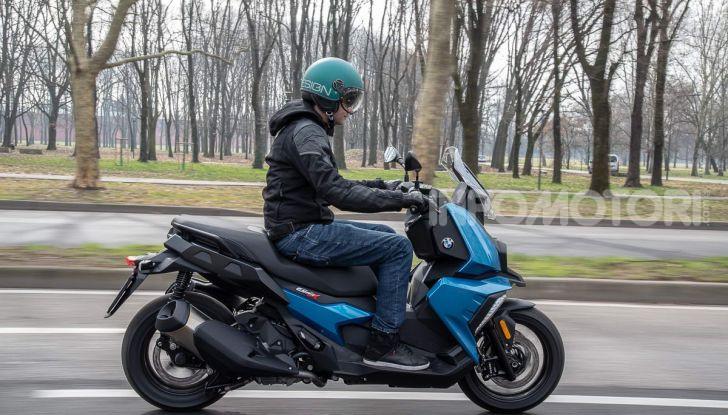 Confronto scooter 400: Bmw C400X e Yamaha XMAX 400 Iron Max - Foto 17 di 48