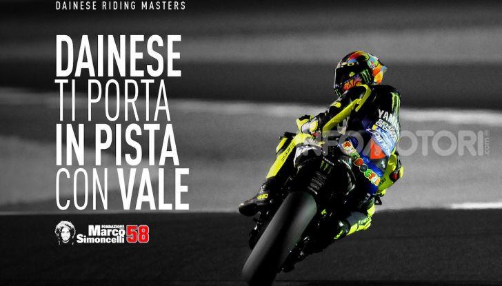 Dainese vi porta in pista con Valentino Rossi col Riding Master - Foto 3 di 4