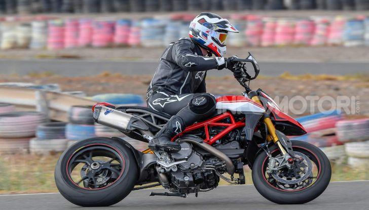 Prova su strada Ducati Hypermotard 950 e 950SP 2019: caratteristiche, opinioni e prezzi - Foto 12 di 54