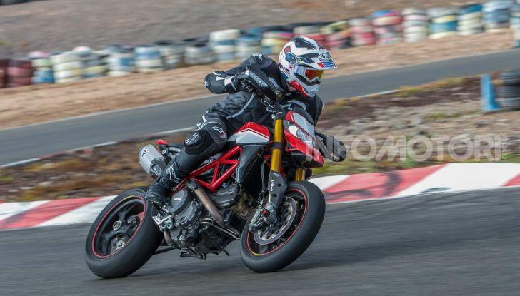 Prova su strada Ducati Hypermotard 950 e 950SP 2019: caratteristiche, opinioni e prezzi - Foto 15 di 54