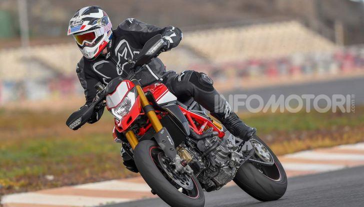 Prova su strada Ducati Hypermotard 950 e 950SP 2019: caratteristiche, opinioni e prezzi - Foto 16 di 54