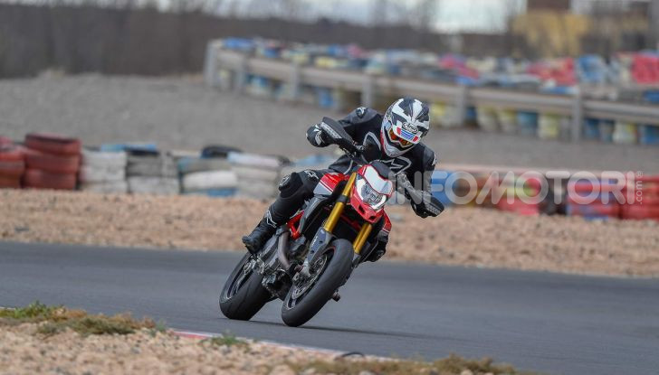 Prova su strada Ducati Hypermotard 950 e 950SP 2019: caratteristiche, opinioni e prezzi - Foto 17 di 54