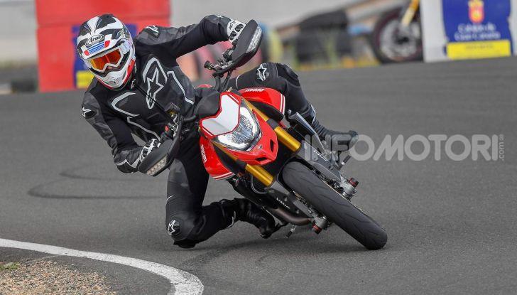 Prova su strada Ducati Hypermotard 950 e 950SP 2019: caratteristiche, opinioni e prezzi - Foto 21 di 54