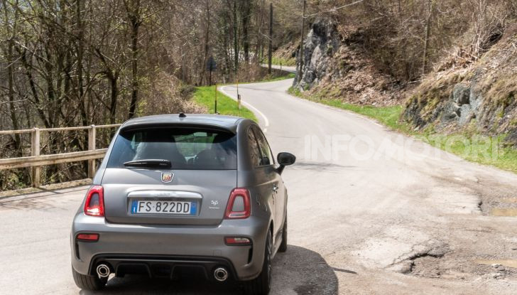 Prova Abarth 595 Turismo: potenza e stile per la piccola sportiva italiana - Foto 30 di 41