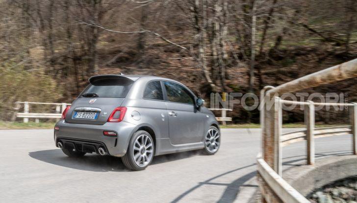 Prova Abarth 595 Turismo: potenza e stile per la piccola sportiva italiana - Foto 40 di 41