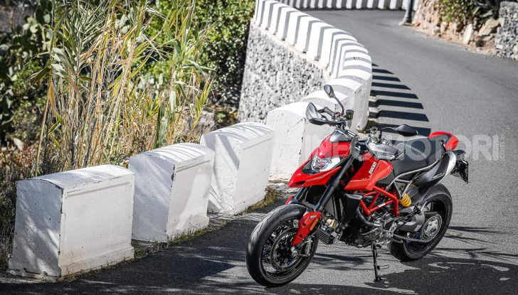 Prova su strada Ducati Hypermotard 950 e 950SP 2019: caratteristiche, opinioni e prezzi - Foto 26 di 54