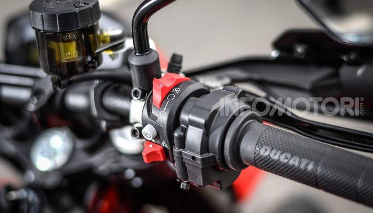 Prova su strada Ducati Hypermotard 950 e 950SP 2019: caratteristiche, opinioni e prezzi - Foto 33 di 54