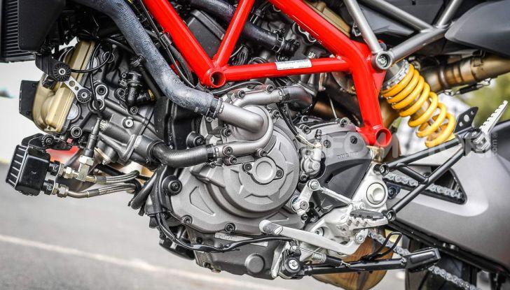 Prova su strada Ducati Hypermotard 950 e 950SP 2019: caratteristiche, opinioni e prezzi - Foto 37 di 54