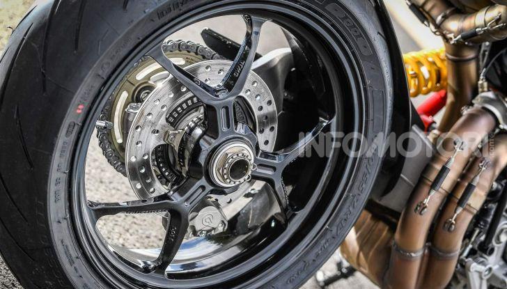 Prova su strada Ducati Hypermotard 950 e 950SP 2019: caratteristiche, opinioni e prezzi - Foto 39 di 54
