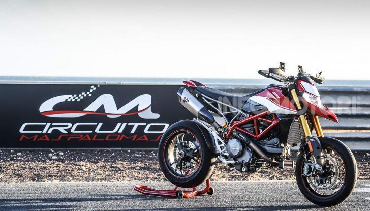 Prova su strada Ducati Hypermotard 950 e 950SP 2019: caratteristiche, opinioni e prezzi - Foto 43 di 54