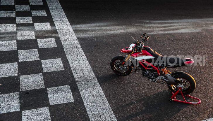 Prova su strada Ducati Hypermotard 950 e 950SP 2019: caratteristiche, opinioni e prezzi - Foto 46 di 54