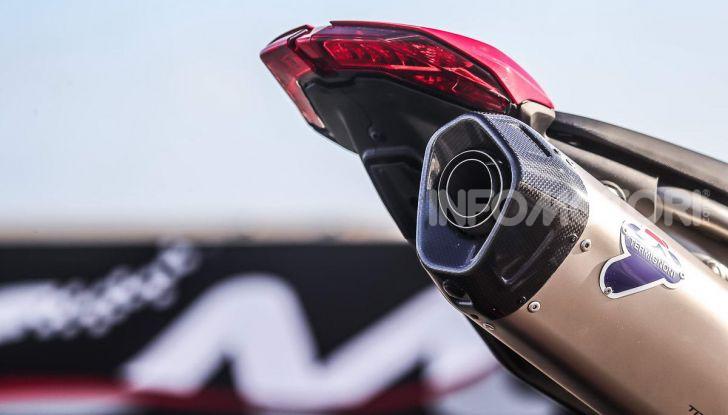Prova su strada Ducati Hypermotard 950 e 950SP 2019: caratteristiche, opinioni e prezzi - Foto 48 di 54