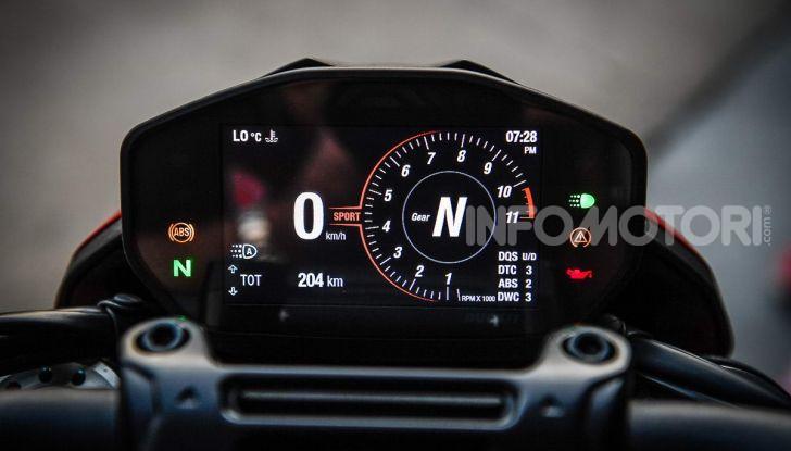 Prova su strada Ducati Hypermotard 950 e 950SP 2019: caratteristiche, opinioni e prezzi - Foto 49 di 54