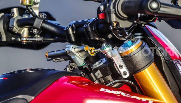 Prova su strada Ducati Hypermotard 950 e 950SP 2019: caratteristiche, opinioni e prezzi - Foto 52 di 54