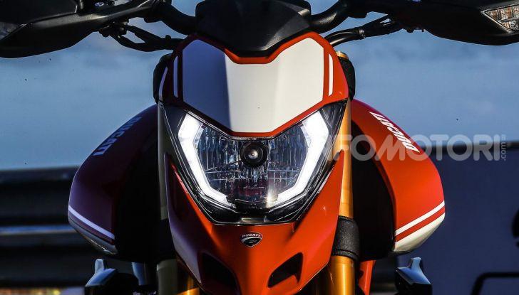 Prova su strada Ducati Hypermotard 950 e 950SP 2019: caratteristiche, opinioni e prezzi - Foto 53 di 54