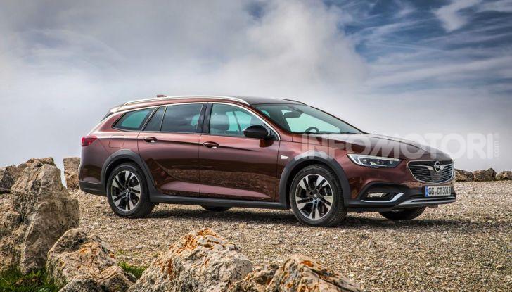 Opel Insigna Country Tourer 2019: rinasce la station wagon tedesca - Foto 3 di 9
