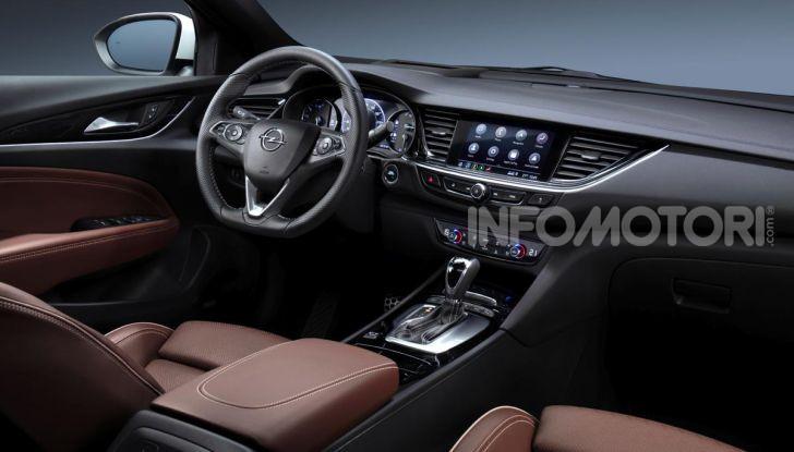 Opel Insigna Country Tourer 2019: rinasce la station wagon tedesca - Foto 7 di 9