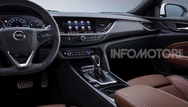 Opel Insigna Country Tourer 2019: rinasce la station wagon tedesca - Foto 8 di 9