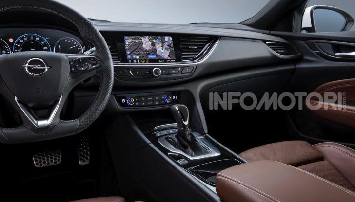 Opel Insigna Country Tourer 2019: rinasce la station wagon tedesca - Foto 9 di 9