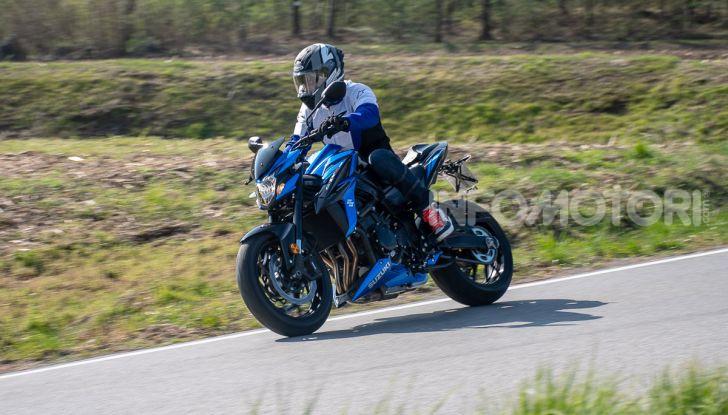 """Prova Suzuki GSX-S750 Yugen Carbon: la Naked """"italiana"""" che arriva dal Giappone - Foto 34 di 42"""