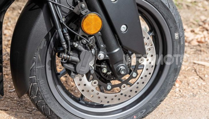 Confronto scooter 400: Bmw C400X e Yamaha XMAX 400 Iron Max - Foto 21 di 48