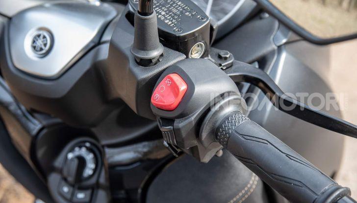 Confronto scooter 400: Bmw C400X e Yamaha XMAX 400 Iron Max - Foto 22 di 48
