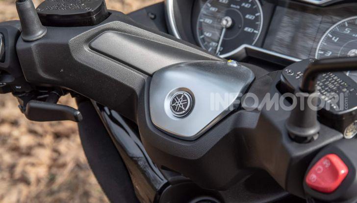 Confronto scooter 400: Bmw C400X e Yamaha XMAX 400 Iron Max - Foto 24 di 48