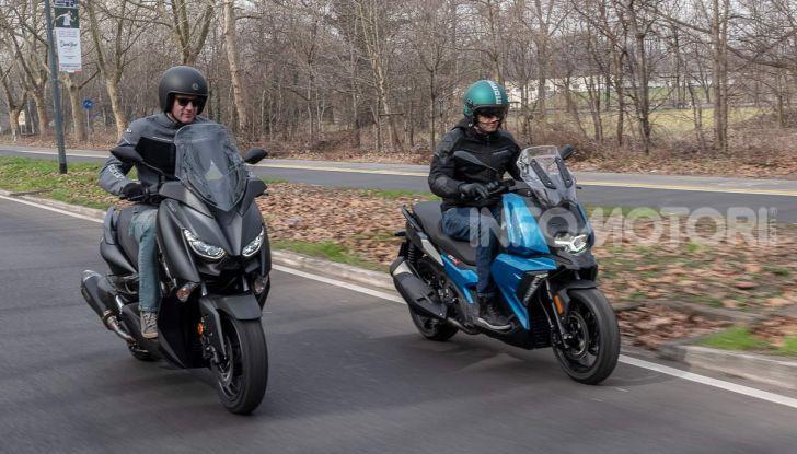 Confronto scooter 400: Bmw C400X e Yamaha XMAX 400 Iron Max - Foto 39 di 48