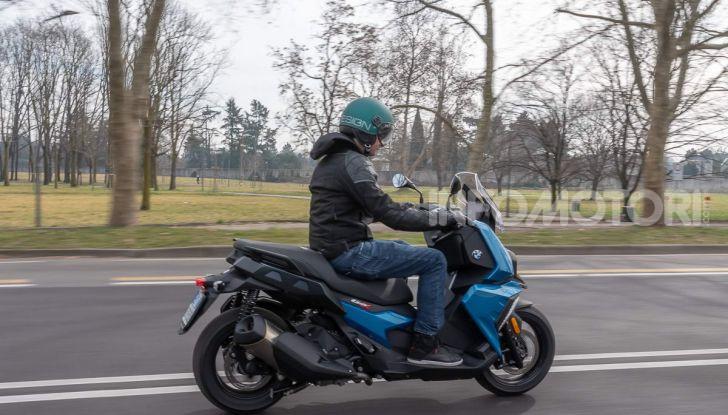 Confronto scooter 400: Bmw C400X e Yamaha XMAX 400 Iron Max - Foto 42 di 48