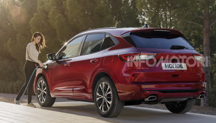 Ford Kuga: la terza generazione è più tecnologica e ibrida - Foto 7 di 11