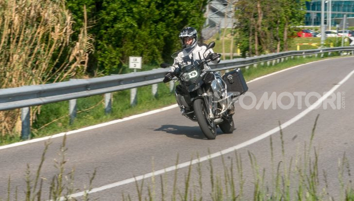 Prova video BMW R1250GS Adventure 2019 – Quanto è cresciuta la regina? - Foto 33 di 37