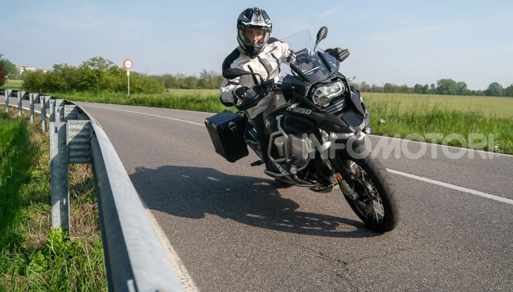 Prova video BMW R1250GS Adventure 2019 – Quanto è cresciuta la regina? - Foto 1 di 37
