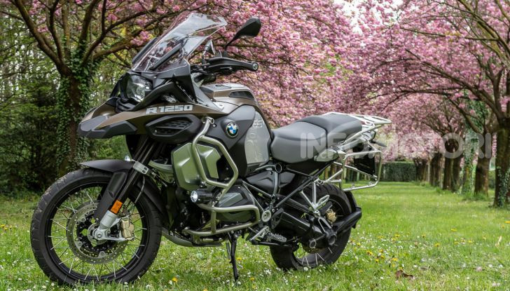 Prova video BMW R1250GS Adventure 2019 – Quanto è cresciuta la regina? - Foto 12 di 37