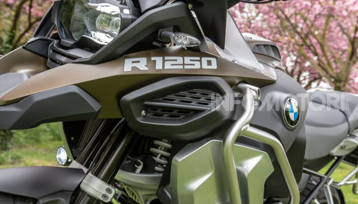 Prova video BMW R1250GS Adventure 2019 – Quanto è cresciuta la regina? - Foto 15 di 37