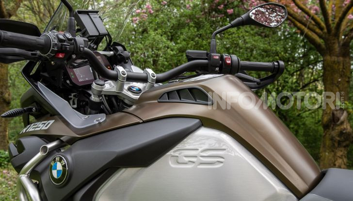 Prova video BMW R1250GS Adventure 2019 – Quanto è cresciuta la regina? - Foto 16 di 37