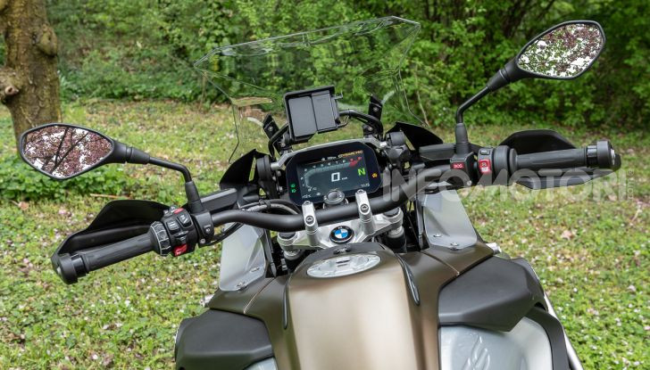 Prova video BMW R1250GS Adventure 2019 – Quanto è cresciuta la regina? - Foto 17 di 37