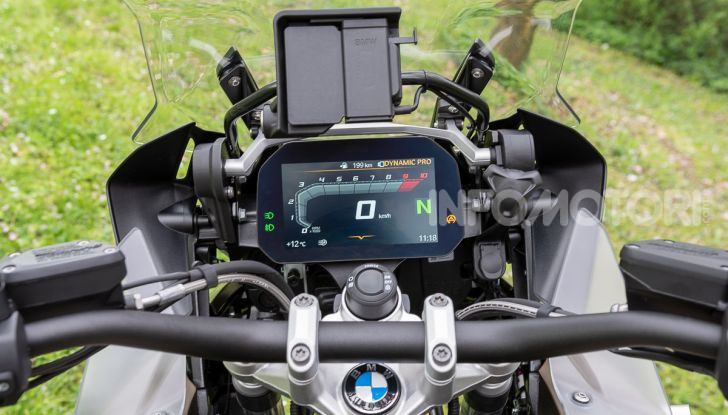 Prova video BMW R1250GS Adventure 2019 – Quanto è cresciuta la regina? - Foto 26 di 37