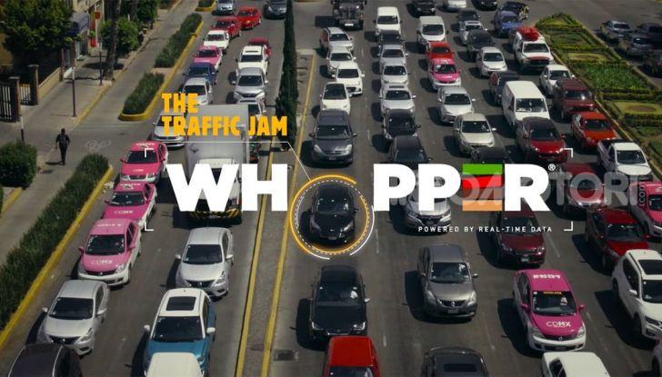 """Burger King lancia le consegne a chi è bloccato nel traffico con """"Traffic Jam Whopper"""" - Foto 1 di 12"""
