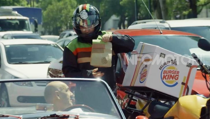 """Burger King lancia le consegne a chi è bloccato nel traffico con """"Traffic Jam Whopper"""" - Foto 3 di 12"""