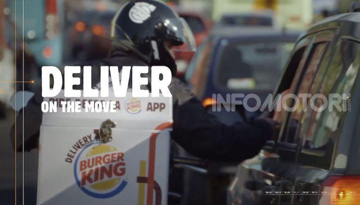 """Burger King lancia le consegne a chi è bloccato nel traffico con """"Traffic Jam Whopper"""" - Foto 4 di 12"""