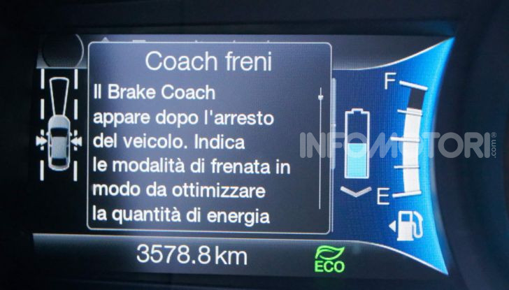 Prova video Ford Mondeo Hybrid 2.0 SW Vignale 2019, ottimi consumi reali! - Foto 11 di 61