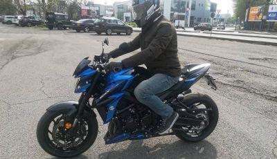 Come guidare in sicurezza la moto in quattro semplici mosse