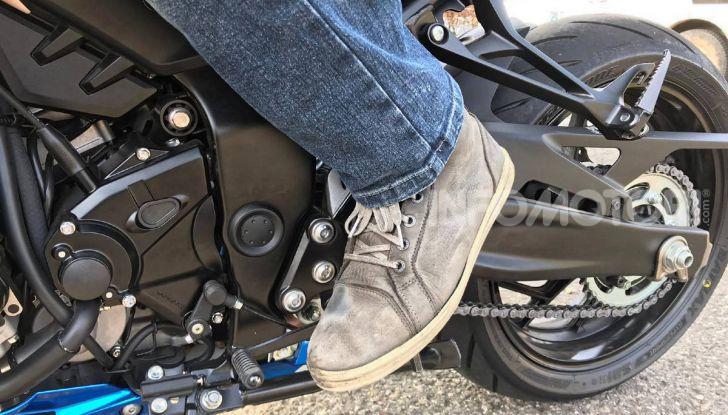 Come guidare in sicurezza la moto in quattro semplici mosse - Foto 14 di 17