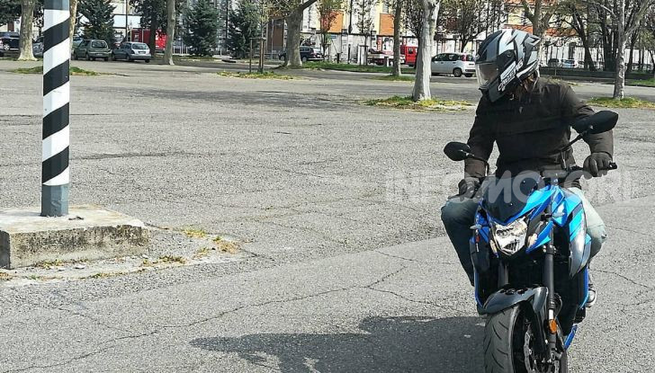 Come guidare in sicurezza la moto in quattro semplici mosse - Foto 16 di 17
