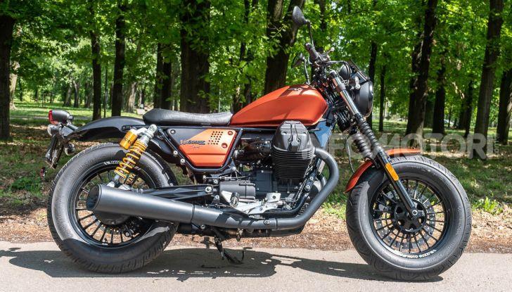Prova su strada Moto Guzzi V9 Bobber Sport, quando l'estetica si unisce alla sostanza - Foto 2 di 48