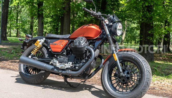 Prova su strada Moto Guzzi V9 Bobber Sport, quando l'estetica si unisce alla sostanza - Foto 3 di 48